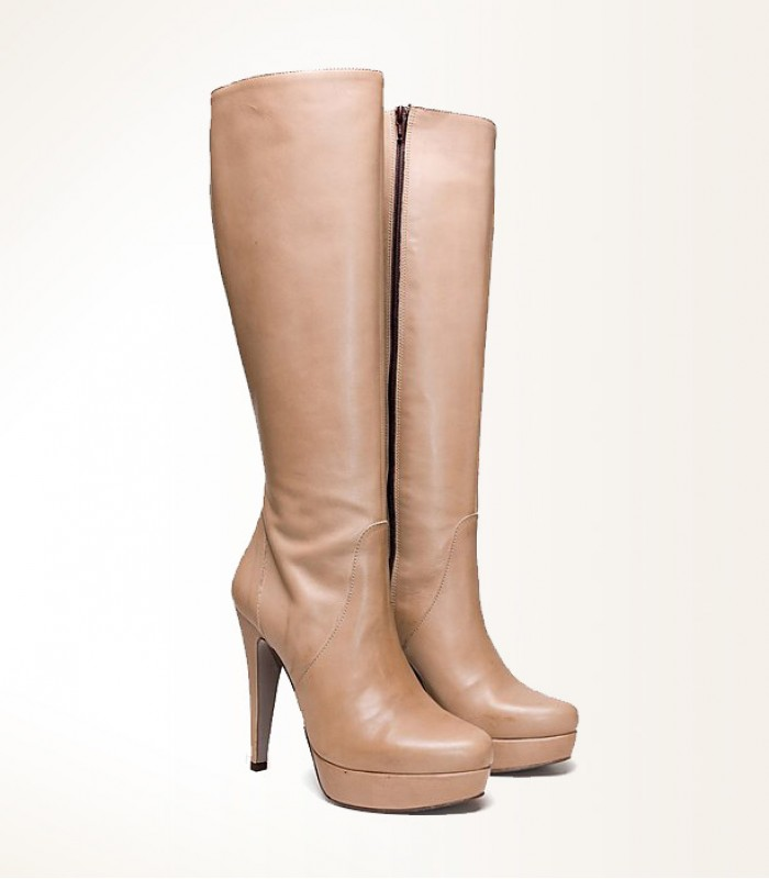 Elegant cream boots